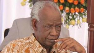 mwenyekiti wa tume ya mabadiliko ya katika tanania  Jaji Joseph Warioba