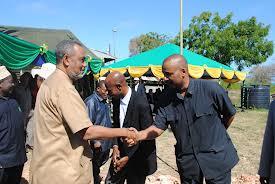 Mansour akisalimia na katibu mkuu wa CUF Seif Sharif Hamad
