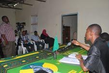 Naibu Katibu Mkuu UVCCM Zanzibar Shaka Hamdu Shaka akisisitiza kitu alipokuwa akizungumza na wandishi wa habari ofisini kwake Gymkana Mjini Zanzibar. (Picha na Makame Mshenga-Maelezo Zanzibar)