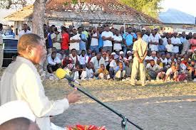 Rais wa Zanzibar akizungumzana wananchi wa vijji vya Chwaka na Marumbi Wilaya ya Kati