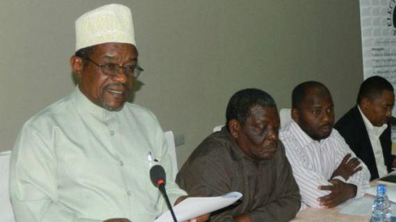 Mwenyekiti wa tume ya uchaguzi Zanzibar Jecha Salim Jecha (kushoto)